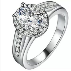 Jewelry - White sapphire on silver ring